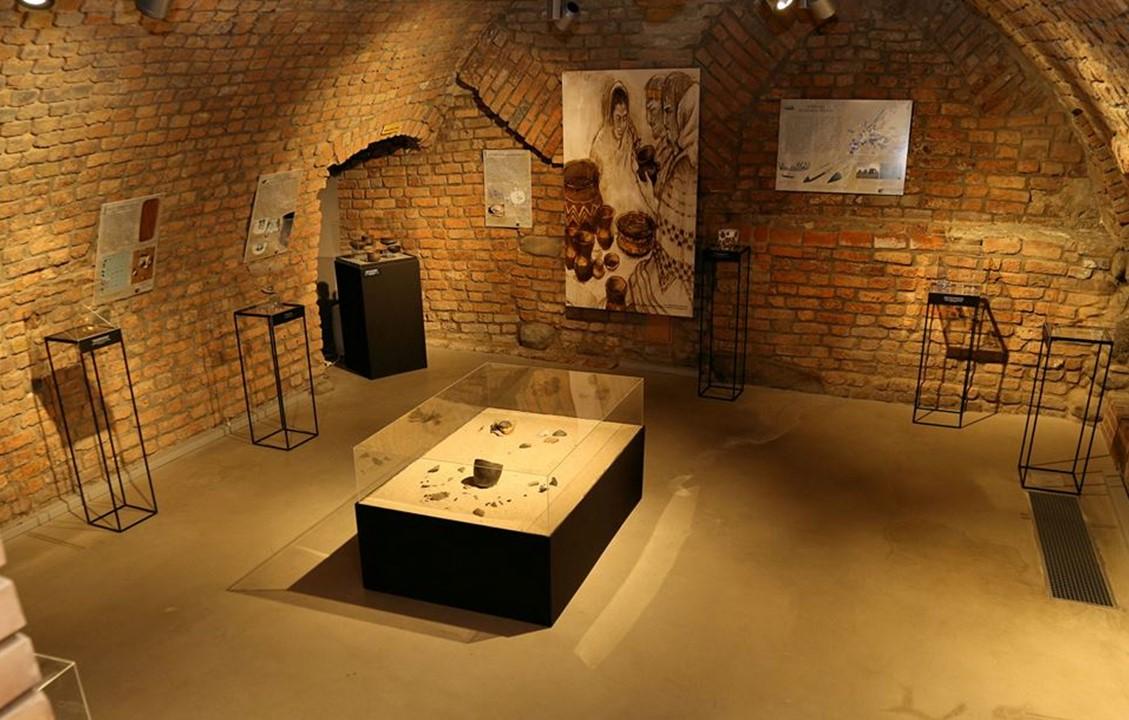 Wystawa w podziemiu Pałacu Górków